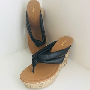 Qupid Black Wedge Platform Thongs New SZ 7B